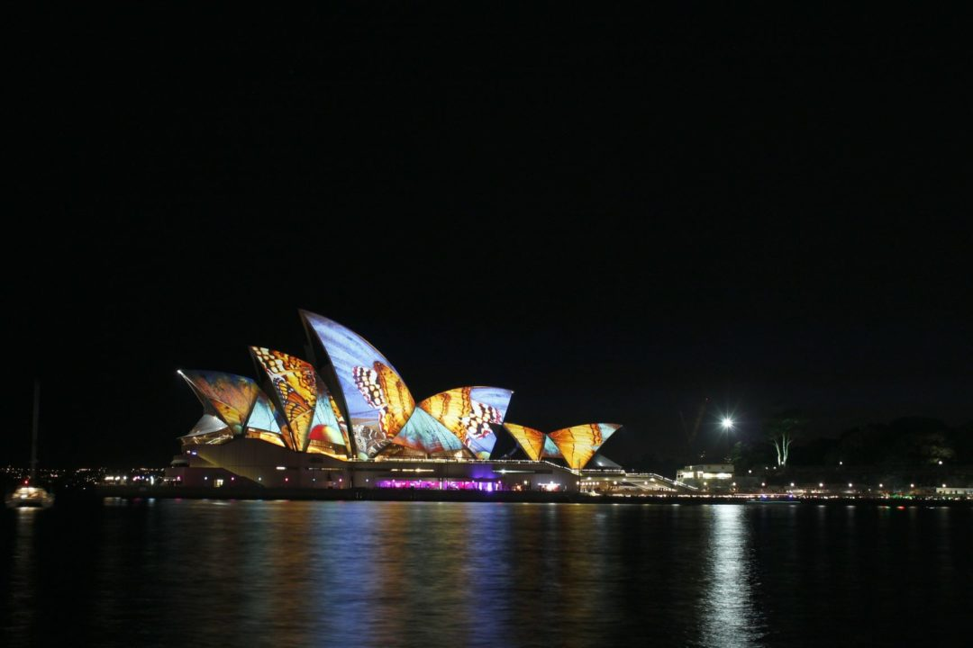 www.sydney-opera-light-art-installation.jpg